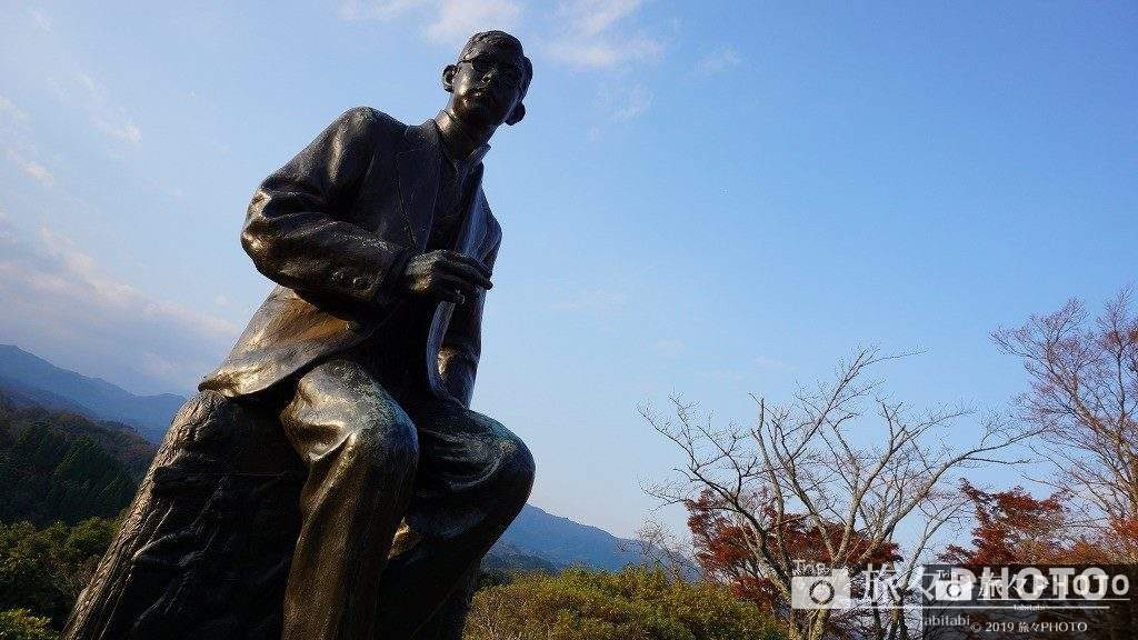 岡城跡の滝廉太郎像
