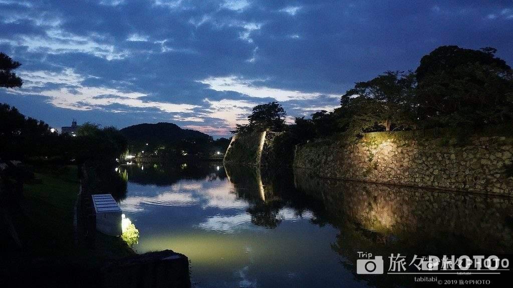 姫路城の石垣ライトアップ