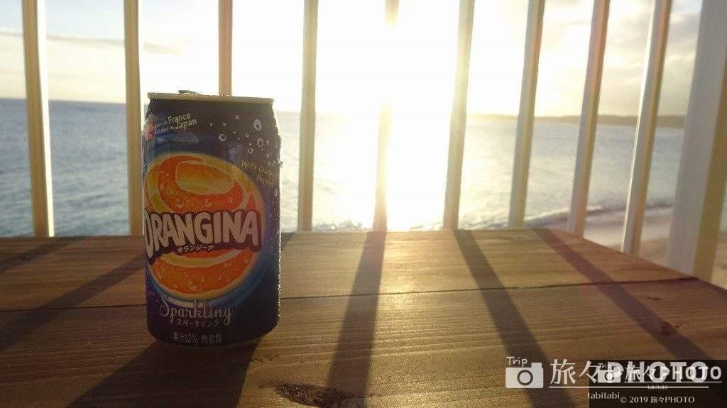 美ら海オンザビーチMOTOBUテラスでジュース