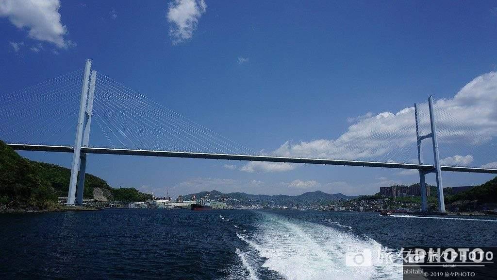 伊王島へ向かう船から見た女神大橋