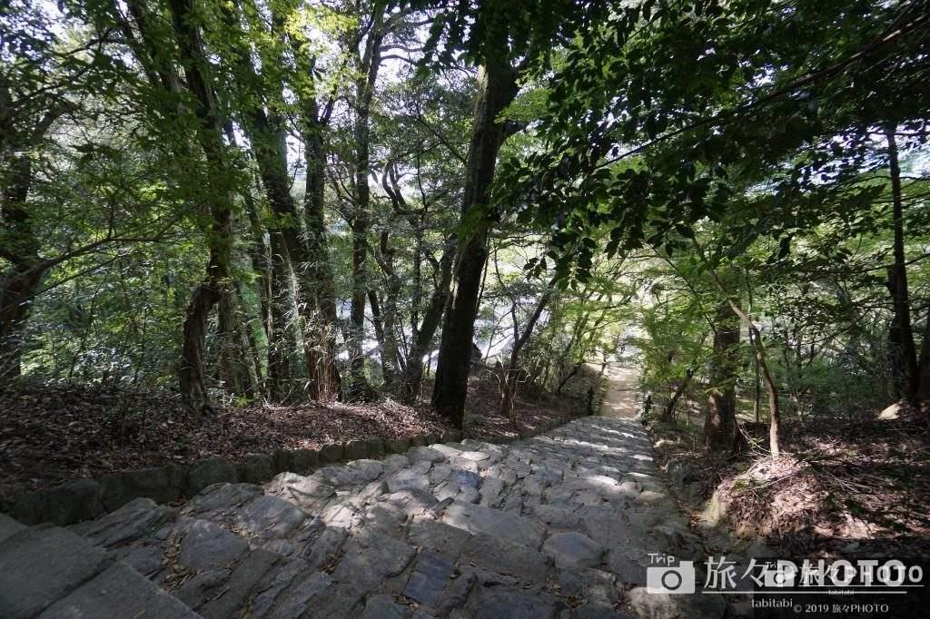 秋月城の垂裕神社の階段