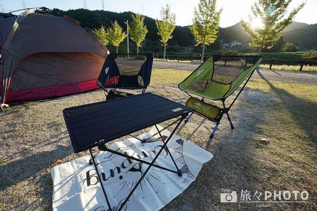 道の駅佐賀大和 キャンプ場 机と椅子