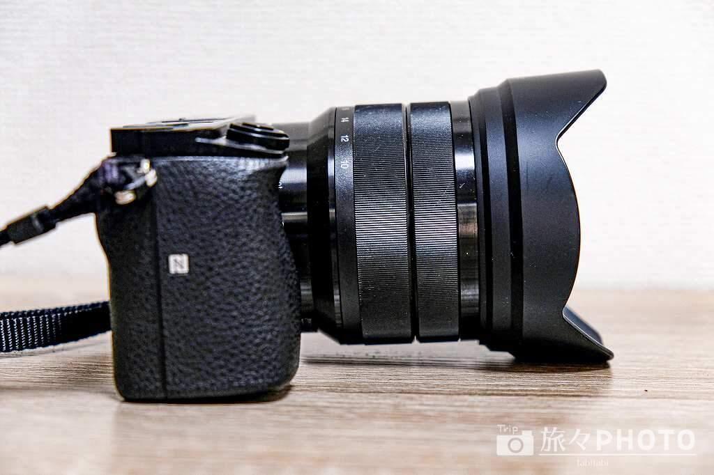 α6000と10-18mm 広角レンズ 横から見た図