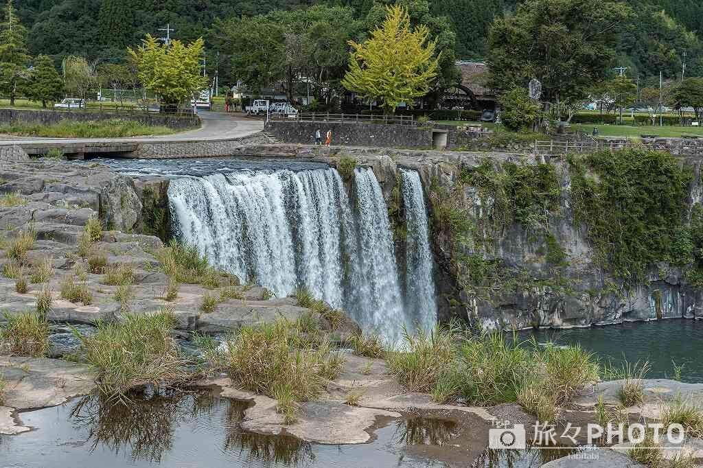 「原尻の滝」を滝の上から観る