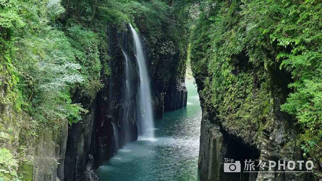 高千穂峡の真名井の滝を横から