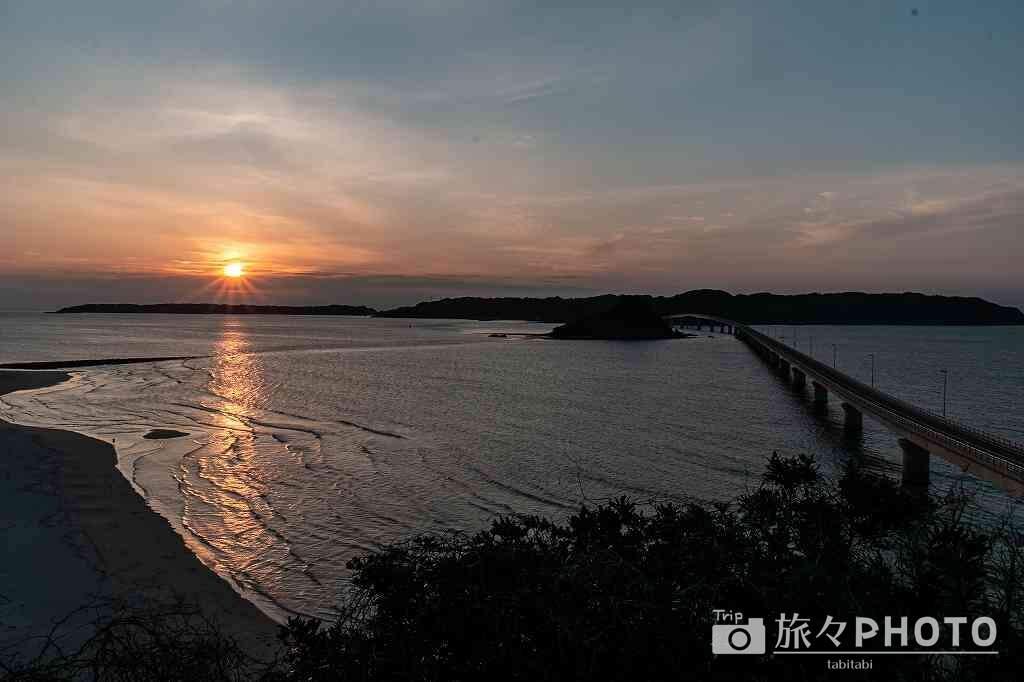 夕焼けの角島大橋