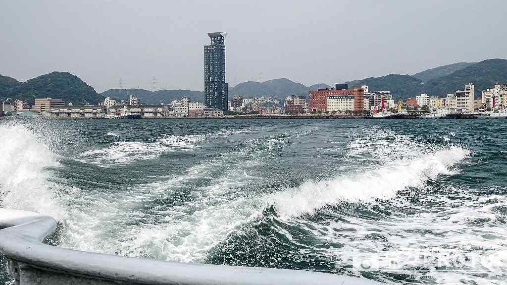 巌流島へ行く途中、船から見える門司港