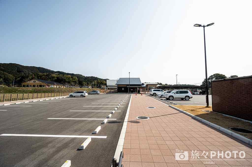 道の駅みなみの里の駐車場インフォメーション側(道の駅開業時に新設)