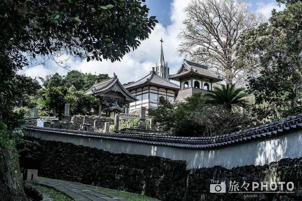 平戸観光 寺院と教会の見える風景