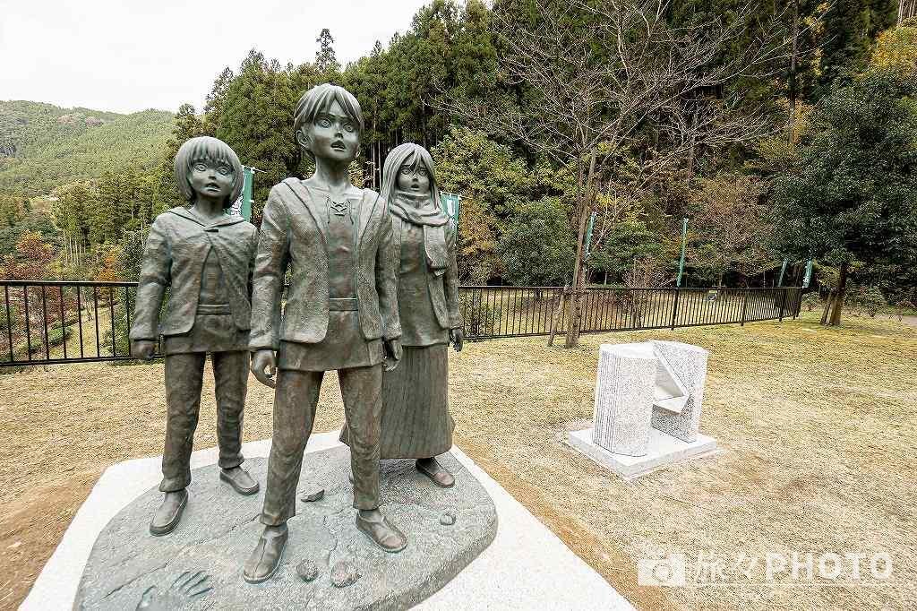大山ダム進撃の巨人像エレン・ミカサ・アルミンの等身大の像!