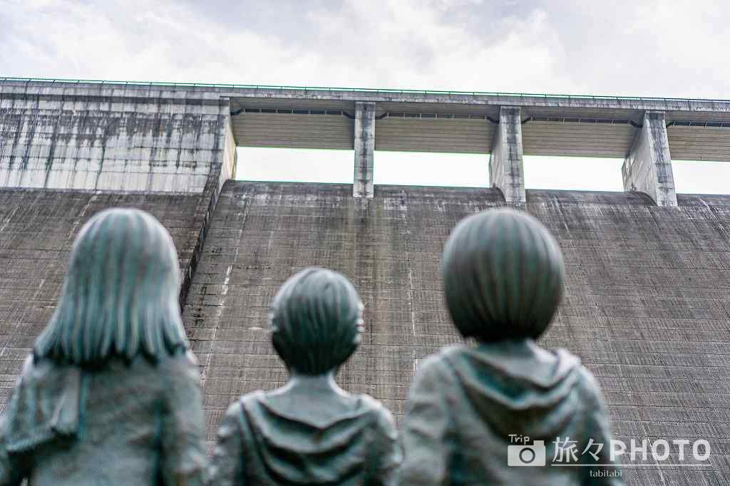 大山ダムをウォール・マリアに見たてている