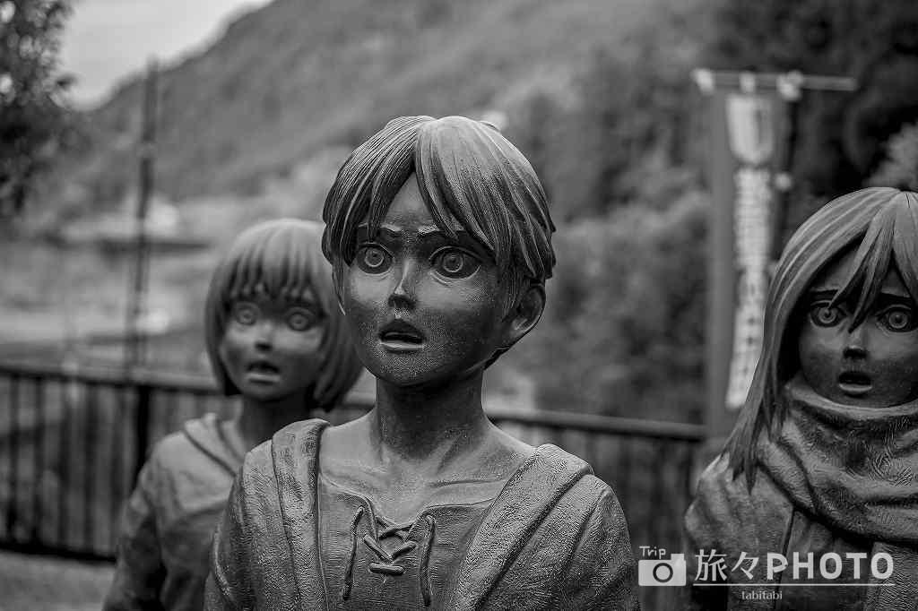 大山ダム進撃の巨人像