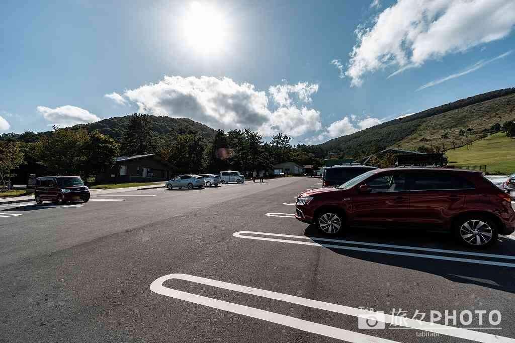 石見ワイナリーの駐車場