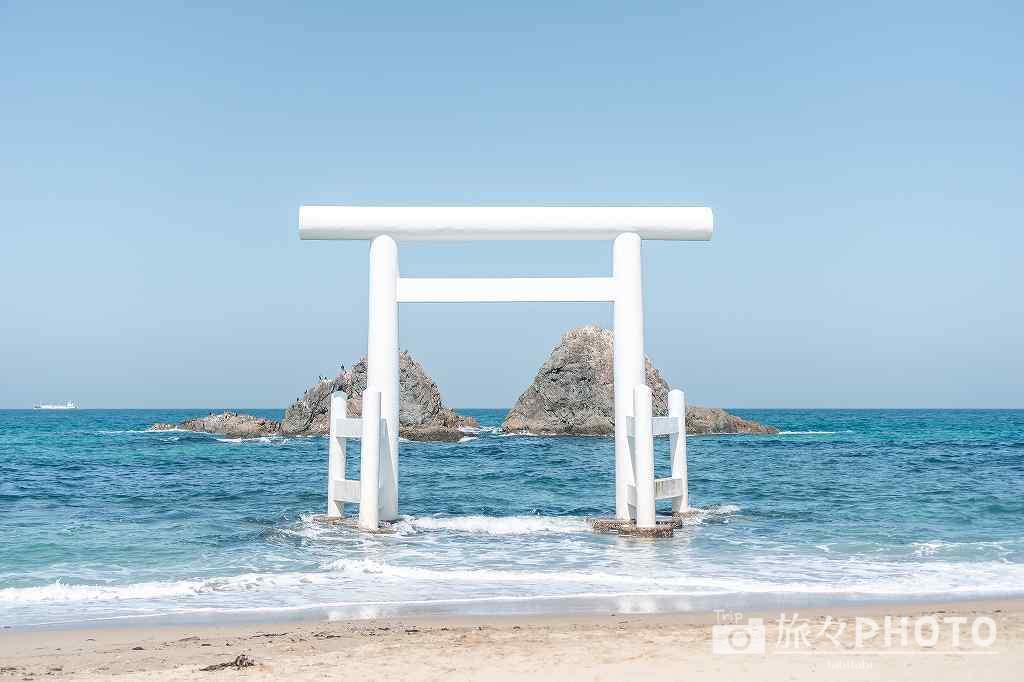 桜井二見ヶ浦の鳥居と夫婦岩