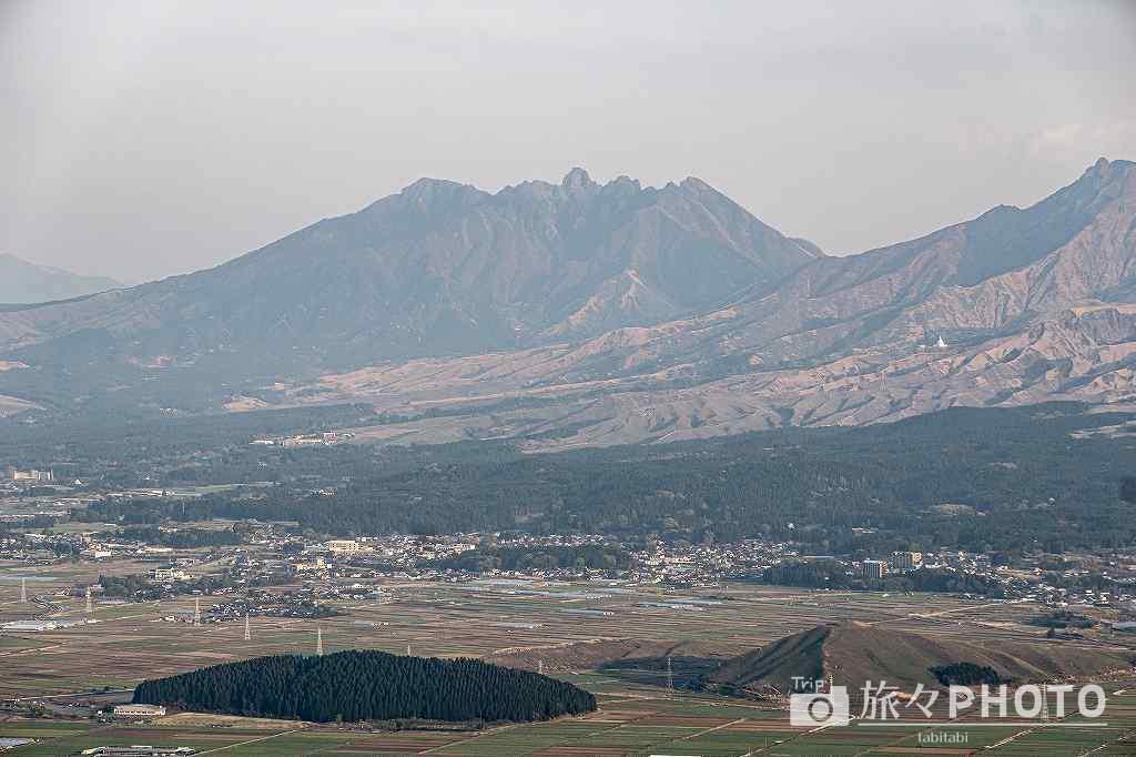 かぶと岩展望所からみた阿蘇山