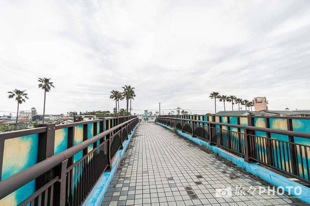 青島駅の歩道橋