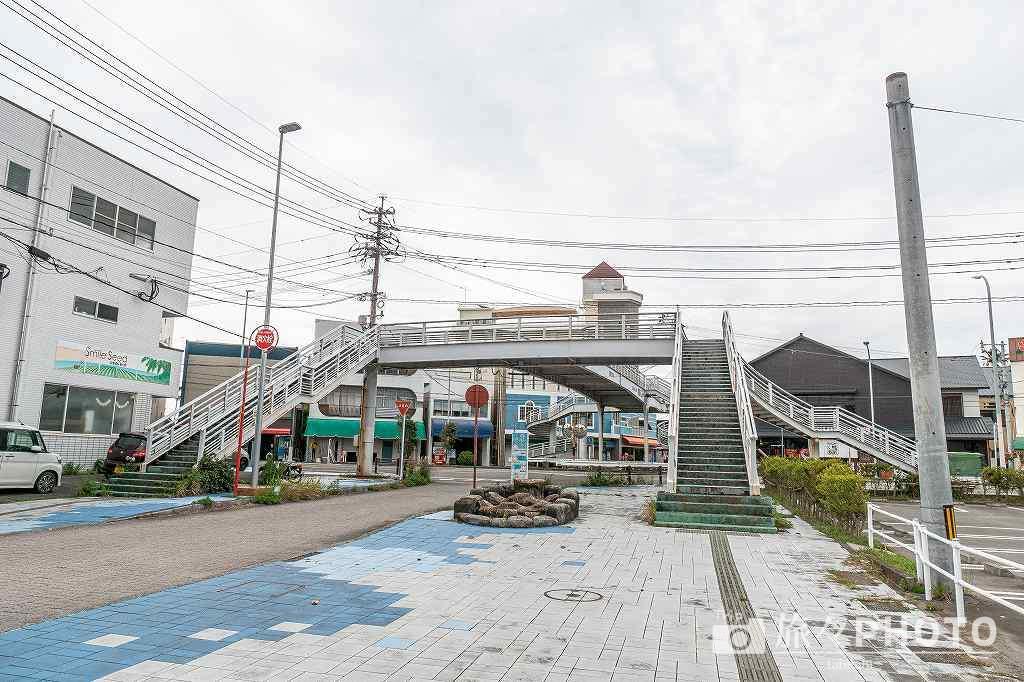 青島神社前の歩道橋