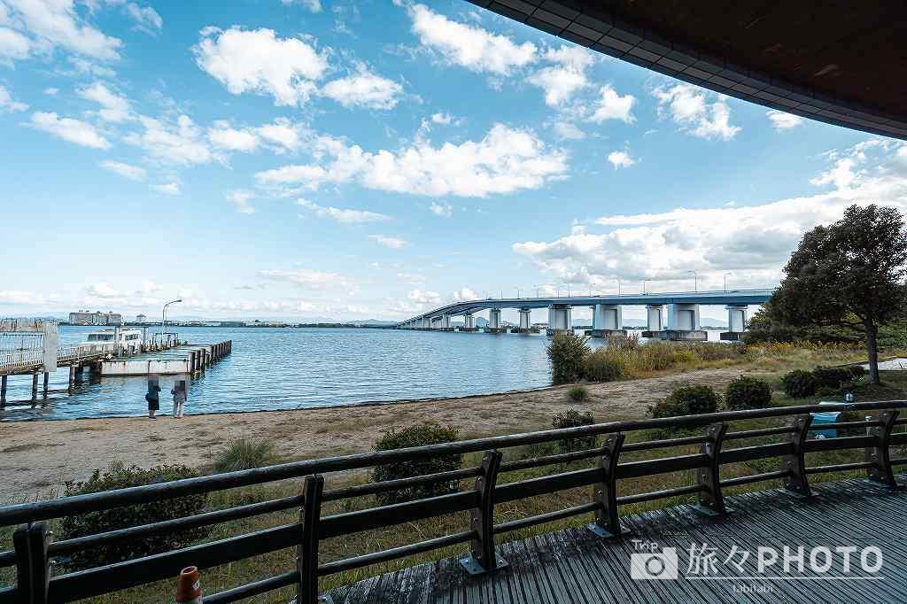 1階テラスから見た琵琶湖大橋
